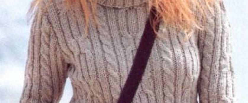 Пуловер с косами и высоким воротником