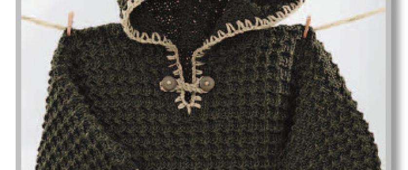 Рельефный цельновязанный пуловер с капюшоном