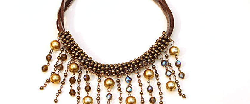 Жемчужное ожерелье из бусин