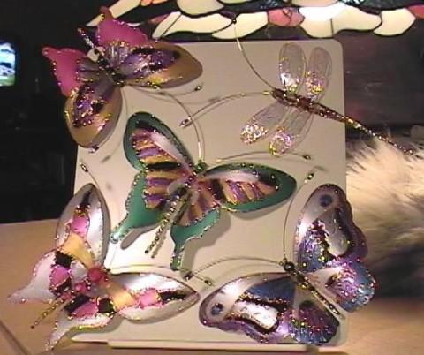 Бабочки из пластиковой бутылки</div><!-- .featured-header-image -->  <div class=