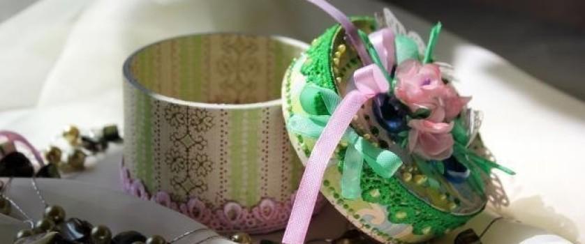 Декоративная шкатулка для украшений из бобины от скотча