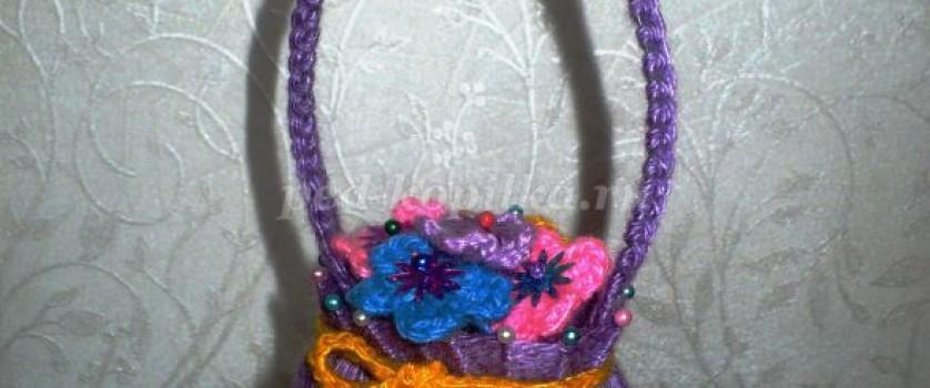 Декоративная плетеная корзинка с цветами