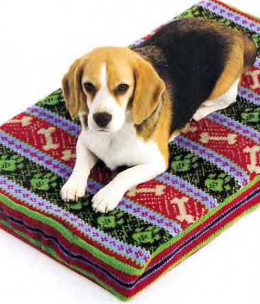 Вязаный коврик для собаки