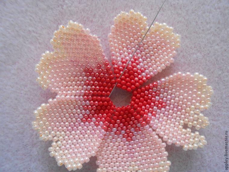 Сделать большой цветок из бисера